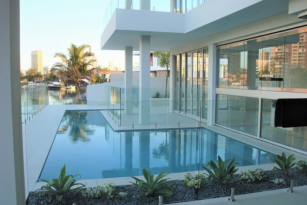 glass-pool-fencing-gold-coast-min